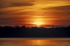 sunset (Lutz.L) Tags: natur neuseenland sonne sonnenaufgang sunset sachsen see cospudenersee leipzig leipzigerneuseenland landschaft licht leipzigknauthain lichtstrahlen wasser