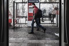 Tickets (Art de Lux) Tags: berlin station platform people man ticket ticketmachine red blue artdelux deutschland germany bahnhof bahnsteig menschen personen mann fahrkarte automat rot blau summilux sbahn