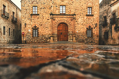 Old town - Cáceres (Sonia gsgs) Tags: caceres trip nikon d3300 pov rainy perspective oldtown stones buildings