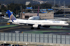 United Airlines | Boeing 757-300 | N56859 | San Francisco International (Dennis HKG) Tags: aircraft airplane airport plane planespotting staralliance canon 7d 100400 sanfrancisco ksfo sfo united unitedairlines ual ua usa boeing 757 757300 boeing757 boeing757300 n56859