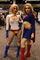 WonderCon 2019 - Powergirl and Supergirl cosplay (W10002) Tags: wondercon wondercon19 wondercon2019 comiccon cosplay dc dccomics dccosplay supergirl powergirl supergirlcosplay powergirlcosplay