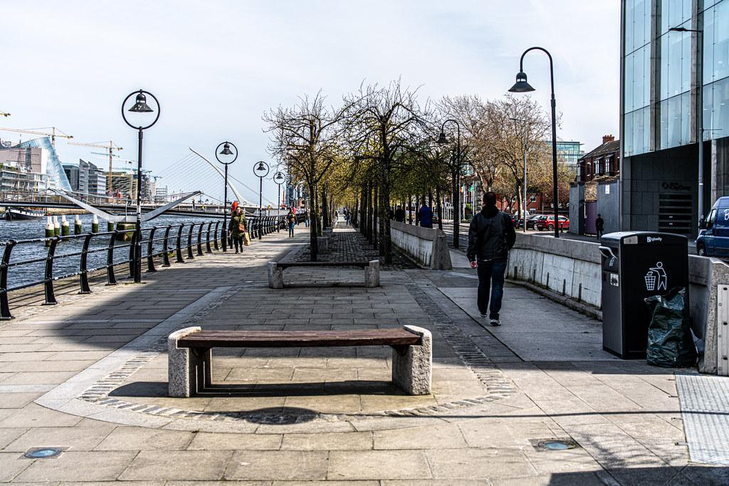 A WALK ALONG SIR JOHN ROGERSON'S QUAY [DUBLIN DOCKLANDS]-151584