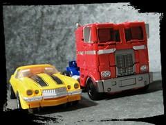 (imranbecks) Tags: transformers bumblebee 1977 77 camaro optimus prime movie film 2018 hasbro takara takaratomy studio series 01 ss 2007 car robot autobot autobots ss01 toy toys deluxe class