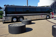 Johnny Cash Tour Bus - Rock and Roll Hall of Fame, Cleveland (SomePhotosTakenByMe) Tags: johnnycash cash tourbus bus auto car outdoor memorabilia america amerika usa unitedstates cleveland stadt city innenstadt downtown rockandrollhalloffame museum ausstellung exhibition halloffame