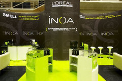 L'OREAL STAND ('we bring brands to life') Tags: curved custom ss101 afibranding blackout