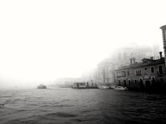 Venezia, la nebbia (Marco Fantinato) Tags: venezia nebbia fog grigio