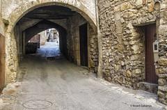 2735  Una calle de Guimerá, Lleida (Ricard Gabarrús) Tags: calle rue street tunel callejon villa aldea pueblo guimerá ricardgabarrus ricgaba olympus