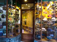 Sombrerería de Barcelona (efe Marimon) Tags: canonpowershots120 felixmarimon barcelona sombrereria sombrereríadebarcelona