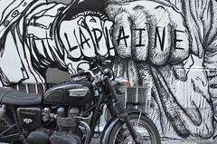 Peinture fraîche (RarOiseau) Tags: marseille paca bouchesdurhône streetart moto mur