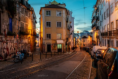 Lisbon evening (W.MAURER foto) Tags: rot portugal lisbon lissabon street evening blue hour bluehour fassade streetlamp graffiti travel travelphotography reise reisefotografie