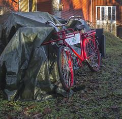 Tjänstecykel, Tofta, Bohuslän, Sverige, 2018-12-30. (Roland Berndtsson) Tags: 2018 annanbyggnad bohuslän bostadshus byggnad cykel enfamiljshus kommunikationsmedel sverige tofta