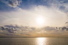 Westerschelde bij Bath (Omroep Zeeland) Tags: westerschelde bath grensweg golven wolkenlucht zon sluierbewolking radartoren