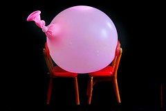 SIT DOWN  || NEEM EEN STOEL (Anne-Miek Bibbe) Tags: canoneos70d annemiekbibbe bibbe nederland 2019 roze pink rosa rose ballon balloon waterballon speelgoed toy spielzeug giocattoli juguetes bringuedos jouets poppenhuisstoeltjes poppenhuis dollshouse chair