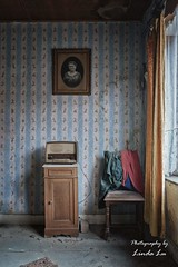 Abandoned Maison (Photography by Linda Lu) Tags: stillleben lostplacesbelgium lostplaces lostplace urbex urban urbanexploring decay discarded forgottenhome forgotten abandonedhome