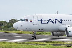 Airbus A320-214 | CC-BAW | Latam Airlines (Felipe Radrigán) Tags: avion plane airplane aerolinea aeropuerto spotter avgeek airport aviation airlines airline sanandres isla gustavorojaspinilla ccbaw a320 320214 320 airbus lan latam
