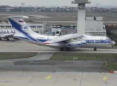RA-76952, Ilyshin 76TD-90VD, c/n 2093422743 / 94-06, VI-VDA-Volga-Volga Dnepr, ORY/LFPO 2019-01-05, taxiway Whisky 1. (alaindurandpatrick) Tags: ra76952 il76td90vd ilyushin ilyushinil76 il76 cn20934227439406 freighters cargoaircrafts cargoairliners cargojetliners vi vda volga volgadnepr volgadneprairlines airlines cargoairlines ory lfpo parisorly airports aviationphotography