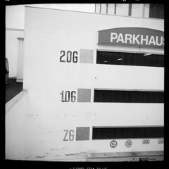 Stadt (tiltdesign2016) Tags: ilfordfp4plus canoncanoscan9000f mittelformat 6x6 ilfordilfosol3114 ilford wuppertal elberfeld parkhaus