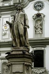 Papa Haydn (Wolfgang Bazer) Tags: papa josef joseph haydn haydndenkmal mariahilfer kirche strase mariahilf statue skulptur denkmal sculpture monument heinrich natter otto hieser wien vienna österreich austria tauben pigeons church