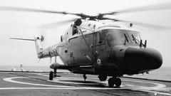 XZ 269 - Westland Lynx WG 13 (Laurent Quérité) Tags: canonfrance canonae1 noirblanc blackwhite helicoptere aviation aéronef aéronavale aéronautiquenavale frenchnavy marinenationale militaryaircraft xz269 westland lynxwg13 flickrunitedaward