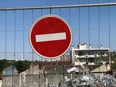 sens-interdit-cause-chantier© (alexandrarougeron) Tags: photo alexandra rougeron signalitique urbain ville écrit panneaux paris