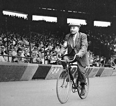 1953 TDF Lap of Honour in Paris (Sallanches 1964) Tags: mauricegarin tourdefrancewinners 1903 1953 roadcycling othertimescycling lagrandeboucle heroictimes racebike bicycleracer