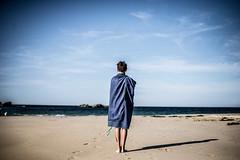 Blue Brittany (PaxaMik) Tags: blue brittany bretagne roscoff plagedesamiets horizon atlantique atlanticocean silhouette beachpeople beach summertime summer portrait bleu shadow
