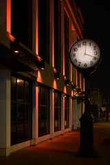 Building, Bowling Green (jonasfj) Tags: nikonz7 nikon z7 24704 slens z bowlinggreen kentucky us usa night evening dark rain wet building clock facade nopeople citylights