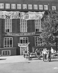 Schulbesetzung_Reher_09 (Klosterschule) Tags: klosterschule hamburg schulbesetzung besetzung schwarzweis blackandwhite history geschichte schulgeschichte historisch school schule 1981 80er 80s