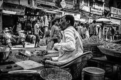 Mumbai (LXXV) (manuela.martin) Tags: schwarzundweis streetphotography bw blackandwhite mumbai india people peoplephotography foreignpeople hipshots leicammonochrom leica leicamonochrom leicam