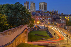 Il capolavoro / The masterpiece (York, Yorkshire, United Kingdom) (AndreaPucci) Tags: york yorkshire minster cathedral uk night traffic andreapucci