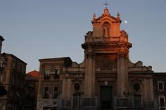 santuario della Madonna del Carmine catania (Serrano Sebastiano) Tags: italia italy sicilia sicily catania architettura chiesa chairs luna moon canon eos tamron