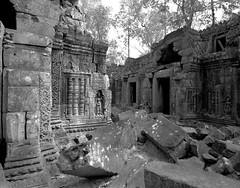 1106 (The Dent.) Tags: cambodia siem reap mamiya 7ii acros hc110 5 mins dilution b