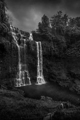 Tad Yuang Waterfall, Bolaven plateau, Laos (pas le matin) Tags: tadyuang waterfall chutedeau cascade travel voyage world landscape paysage asia asie southeastasia laos lao canon 7d canon7d canoneos7d eos7d waer eau dark lowkey sombre bolaven bolavenplateau nb bw noiretblanc blackandwhite monochrome tree people arbres forest forêt