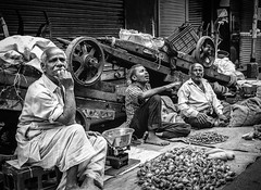 Mumbai (LXXXI) (manuela.martin) Tags: schwarzundweis streetphotography bw blackandwhite mumbai india people peoplephotography foreignpeople hipshots leicammonochrom leica leicamonochrom leicam