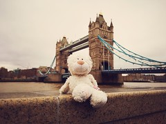 BridgeBär (Teddchen) Tags: bär teddy kuscheltier towerbrige brücke flus wasser urlaub freizeit sehnswürdichkeit london tower bridge themse united kingdom great britain