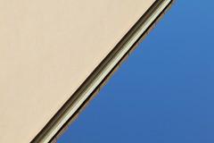 Dalla finestra/2 - From the window/2 (Lorenzo BC-1) Tags: cielo sky canon 1300d colori colors linee lines geometria geometry geometrico astratto abstract prospettiva perspective tamron piatto flat 2d