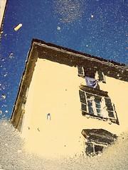 Upside down II (VauGio) Tags: reflection reflex riflettere riflessi pozzanghera pioggia rain casa house torino turin huawei leica leicalens p10 street camminando walking lacittàmetropolitanaditorinovistadavoi