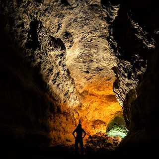 Cueva de los Verdes in Lanzarote, Canary Islands. No stalactites or stalagmites in this cave. Why? Because this is a lava tube. More Things to Do in Lanzarote Here: https://buff.ly/2WgoQxl⠀ ⠀ Lots of geothermal activity in Spain's Canary Islands, resultin