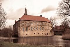 Burg Lüdinghausen (clara.tardis) Tags: burglüdinghausen castles münsterland