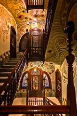 Escalera de La Casa Comalat (bienve958) Tags: centrobcn hdr nocturna escalera edificio arquitectura interior diseño modernismo salvadorvaleriipupurull decoración colores barroco
