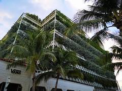 South Beach | Green House (Toni Kaarttinen) Tags: usa unitedstates florida wpb america miami miamidade southbeach artdeco architecture green parking