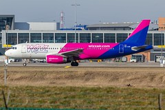 CRL 17/02 (Mehdi Meunier) Tags: aviation airport airplane airplanes airlines air airways planespotting planespotter planes spotter spotting spotters charleroiairport crl canon avion ebci