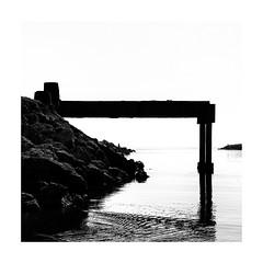Pescador emmarcat (Vicent Granell) Tags: granellretratscanon bn black wite blackandwite mirada visió composició personal percepció estany cullera peixcadors