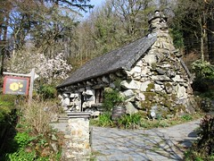 Ty Hyll (pefkosmad) Tags: wales northwales cymru snowdonia holiday vacances vacation uglyhouse tyhyll building conwy