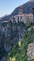 Castellfollit de la Roca - Girona (Cataluña/Spain) (Pedro Montesinos Nieto) Tags: castellfollitdelaroca girona pueblosdegirona pueblosdecataluña castellfollit lanscape catalunya europe spain