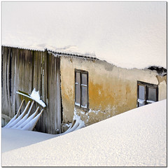 A Hidden Corner (pixel_unikat) Tags: snow winter cold facade windows abandoned yellow wall austria mühlviertel white wooden roof