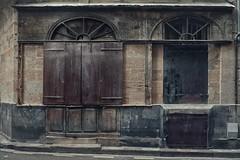 Les rides du vieux Bordeaux (Isa-belle33) Tags: architecture urban urbain city ville fujifilm bordeaux shop storefront magasin boutique door porte wall mur street streetphotography