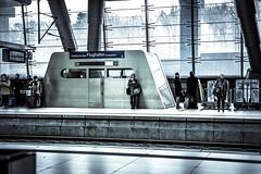 Train on rail 7 has delay (Iso_Star) Tags: frankfurt sony ilce7m3 bahnhof flughafen bahnsteil trainstation tamron 2875mmf28 architektur bahn schienen