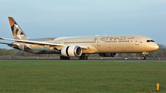 A6-BMB (AnDyMHoLdEn) Tags: etihad 787 dreamliner egcc airport manchester manchesterairport 05r