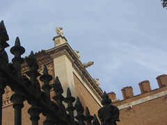 Archbishop's Palace, detail: gargoyles, fence, battlements,  Alcal'a de  Henares,  Madrid (d.kevan) Tags: palaces railings decorativedetails museums madrid spain alcaladehenares 1209 towers carvings antiquities architecturaldetails windows archbishopspalace fonsecapalace gargoyles